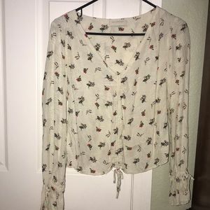 NEVER WORN BEFORE! WHITE FLORAL BLOUSE
